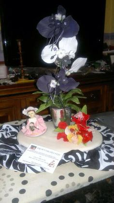 Hand made flower this is call a bat Lilly Brown Sugar Cakes, Create, Flowers, Handmade, Painting, Hand Made, Florals, Painting Art, Paintings
