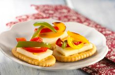 Grilled Medley Crackers with bell peppers and cheese—a perfect appetizer for any gathering! Kraft Recipes, My Recipes, Favorite Recipes, Yummy Snacks, Yummy Treats, Yummy Food, Appetizer Recipes, Snack Recipes, Party Recipes