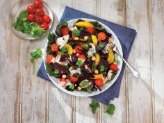 This creamy freshly cooked beetroot salad with chickpeas and oranges makes use of the beetroot leaves and stems to deliver a super tasty and fresh salad. Hellmann's Honey & Mustard Dressing adds the taste and the extra creamy sweetness.