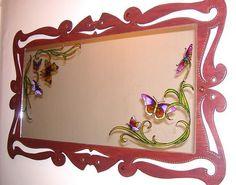 CLAF - Espejo Mariposas, Marco Rococo (COD 075 - Espejo) Marco de madera estilo rococo. Diseño pintado a mano sobre espejo. Medidas: - Espejo: 60x40 cm - Total: 80x60 cm Precio: $ 35.000 www.claf.cl