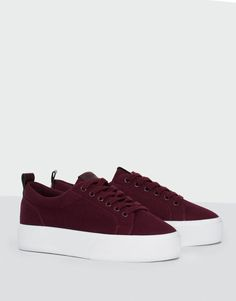 You can find our Tenisky offer in Pull&Bear. Visit us now and discover 41 Tenisky we have for you and much more fashion Vans Shoes Women, Girls Shoes, Bordeaux, Quinceanera Shoes, Shoe Boots, Shoes Sandals, Shoes Sneakers, Star Shoes, Everyday Shoes