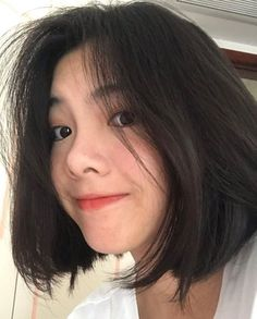caption: Do you like me ? Kpop Short Hair, Ulzzang Short Hair, Korean Short Hair, Girl Short Hair, Brunette Hair Color With Highlights, Hair Color Streaks, Hair Inspo, Hair Inspiration, Straight Hairstyles