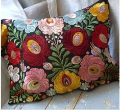 Embroidery Hungarian Beautiful embroidery cushion cover Pillow Embroidery, Chain Stitch Embroidery, Embroidery Stitches Tutorial, Flower Embroidery Designs, Embroidered Cushions, Embroidered Flowers, Embroidery Patterns, Hand Embroidery, Scandinavian Embroidery