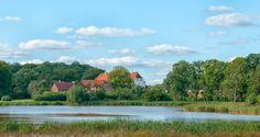 Fussingø, slot og gods,, 12 km vest for Randers