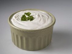 raw sour cream NOM might be a great replacement for use in creamy dressings. Blender Recipes, Raw Vegan Recipes, Vegan Raw, Cashew Recipes, Vegan Foods, Vegan Snacks, Paleo Diet, Healthy Recipes, Chutney