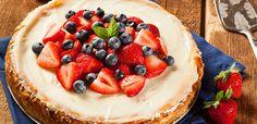 Mit unserem Rezept für Käsekuchen mit Erdbeer-Frischkäse-Topping machen Sie Käsekuchen mit Erdbeeren und Topping einfach selber!