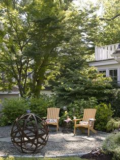 """Pro advice: """"I use three-quarter-inch crushed stone for patios and walks because it doesn't slip underfoot."""" —Robert Welsch, landscape designer, Tarrytown, N.Y. 