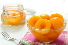Canned peaches — a fantastic dessert - Cooking Come Summer Recipes, My Recipes, How To Peel Peaches, Canned Peaches, No Cook Desserts, Homemade Sauce, Fruits And Veggies, My Favorite Food, Smoothie Recipes