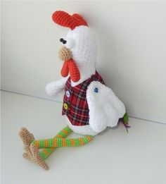 The free rooster amigurumi pattern is created for those who loves small crochet toys. Create a symbol of 2017 using this rooster amigurumi pattern! Crochet Pattern Free, Crochet Gratis, Crochet Motifs, Crochet Animal Patterns, Stuffed Animal Patterns, Crochet Patterns Amigurumi, Amigurumi Doll, Crochet Toys, Crochet Birds
