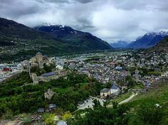 Château de Tourbillon & Valère  #sion #chateau #tourbillon #castle #valais #switzerland #switzerlandwonderland #letsgosomewhere #valere #city #picoftheday #friends #cool #likeforlike #clouds #wind #visitswitzerland #green #mountains #alps #discover #beautiful #spring #23 #explore #sionmaville @sionmaville by gaetanparatte