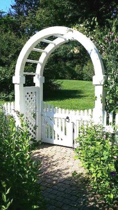 Azek Arbor with Double Gate