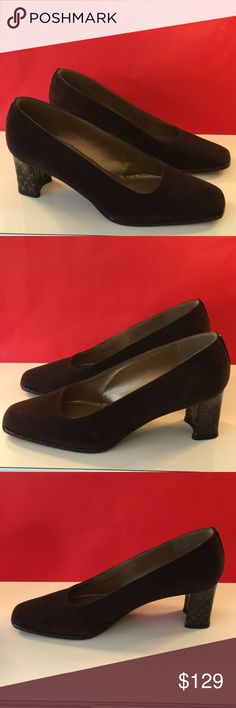❤️STUART WEITZMAN LOW HEELS 💯AUTHENTIC ❤️STUART WEITZMAN LOW HEELS 💯AUTHENTIC ! STUNNING AND STYLISH ALWAYS ON TREND! BEAUTIFUL DARK BROWN SUEDE! ONLY WORN A FEW TIMES. JUST LOVELY! THE SIZE IS 8 . THE HEEL HEIGHT IS 2.5 INCHES Stuart Weitzman Shoes Heels