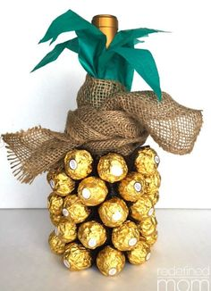 The pineapple has always been a symbol of hospitality and luxury. With this DIY Pineapple Wine Bottle Gift Tutorial, you can turn a bottle of bubbly into a hostess gift that is awe inspiring. gift for yourself DIY Pineapple Wine Bottle Gift Tutorial Vino Y Chocolate, Chocolate Diy, Chocolate Heaven, White Chocolate, Homemade Gifts For Mom, Diy Xmas Gifts For Mom, Diy 21st Gifts, Gift Ideas For Mum, Cheap Gifts For Mom