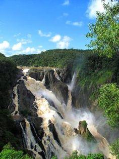 ケアンズからキュランダ高原鉄道に乗って行くとバロン滝が見える。浮きは特に迫力満点。ケアンズ 旅行・観光でおすすめのスポット! Cairns Australia, Waterfall, Chicken, World, Outdoor, The World, Outdoors, Waterfalls, Outdoor Games