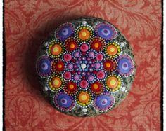 galet peint, magnifique! Bijou goutte Mandala peint Sunset Stone - harmonie