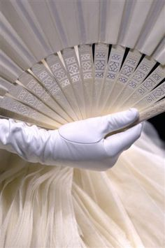 mlsg: bvlgaria: Christian Dior Haute Couture S/S 2007 Elegance Christian Dior, Hand Held Fan, Hand Fans, Dior Haute Couture, Couture Fashion, Glamour, Shades Of White, Southern Belle, Southern Charm