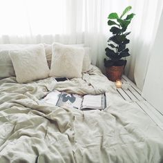 Bedroom ideas for small rooms, maximized your small bedroom with design, decor master spare layout inspiration for men and women - small bedroom ideas Small Room Bedroom, Cozy Bedroom, Bedroom Decor, Bedroom Ideas, Small Rooms, Bed Room, Summer Bedroom, Bedroom Inspo, Decoration Design