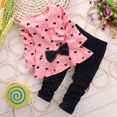 Baby Girls clothing Sets Heart-shaped Print Bow Cute Kids Set T shirt + Pants Love Bowknot Girls Clothing Set - Star Kidz Clothing New Baby Girls, Cute Baby Girl, Baby Girl Newborn, Baby Boys, Kids Girls, Girly Girl, Infant Girls, Outfits Niños, Baby Boy Outfits