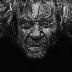 photos de sans abris noir et blanc 10   Portraits de sans abri en noir et blanc   sdf sans abri photographie photo noir et blanc Lee Jeffries image homeless