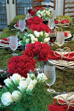 holiday table featured in Paula Deen Magazine derby party, red, white roses, boda, tabl set, christma, kentucky derby, parti, holiday tables