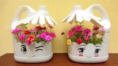 Diy Crafts Hacks, Diy Home Crafts, Garden Crafts, Garden Art, Garden Design, Plastic Bottle Planter, Reuse Plastic Bottles, Plastic Bottle Crafts, Plastic Containers