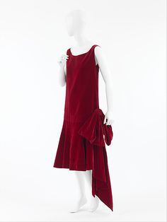 "Gabrielle ""Coco"" Chanel (French, Saumur 1883–1971 Paris) Evening dress, late 1920s. House of Chanel (French, founded 1913). The Metropolitan Museum of Art, New York. Gift of Olivia Constable, 1974 (1974.242.4)"