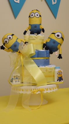 Minions diaper cake Diaper Crafts, Diy Diaper Cake, Nappy Cakes, Baby Shower Crafts, Baby Crafts, Shower Gifts, Minion Baby Shower, Baby Boy Shower, Baby Showers Juegos
