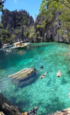 Twin Lagoons of Coron, Palawan. El Nido or Coron? Or both? Palawan in the Philippines. How to reach, places to stay, eating options, costs, beaches, attractions, party and more! #ElNido #Coron #Palawan: