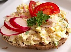 Tvarohová pomazánka s vejci, šunkou a ředkvičkami Baked Potato, Potato Salad, Paleo, Appetizers, Potatoes, Eggs, Snacks, Baking, Breakfast