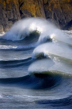 Hells Mouth Surfer Waves, Wales