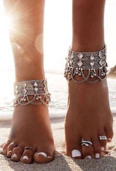 silver bohemian anklet- Beautiful bohemian hippie jewelry http://www.justtrendygirls.com/beautiful-bohemian-hippie-jewelry/
