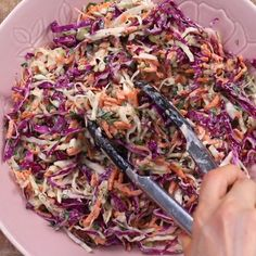 Coleslaw Recipe Yogurt, Healthy Coleslaw Recipes, Homemade Coleslaw, Best Salad Recipes, Easy Healthy Recipes, Raw Food Recipes, Healthy Cooking, Vegetarian Recipes, Easy Meals
