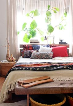 Good gender neutral bedroom boho chic bedroom, dream bedroom, home bedroom, bedroom decor Bohemian Bedrooms, Bohemian House, Bohemian Style Home, Bohemian Bedroom Decor, Eclectic Bedrooms, Bohemian Interior, Bohemian Living, Ethnic Bedroom, Modern Bohemian