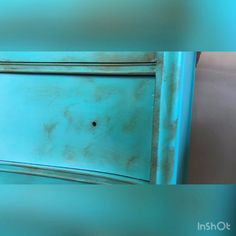 How to add rustic look to furniture with Valspar chalk paint/how to paint furniture with dry brush Refinish Wood Furniture, Distressed Furniture Painting, Funky Painted Furniture, Chalk Paint Furniture, Diy Dresser Makeover, Furniture Makeover, Dresser Ideas, Furniture Painting Techniques, Interior Work