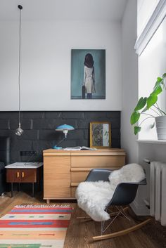 〚 Scandinavian apartment in Moscow 〛 ◾ Photos ◾Ideas◾ Design Scandi Home, Scandinavian Apartment, Mirror Wall Art, Home Wall Art, Cozy Living Rooms, Apartment Living, Cozy Reading Corners, Modern Spaces, Dresser As Nightstand