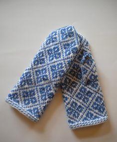 Fingerless Mittens, Knit Mittens, Knitted Gloves, Knitting Socks, Knitting Stitches, Hand Knitting, Knitting Patterns, Mittens Pattern, Fair Isle Knitting