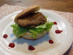l'hamburger di lenticchie è un secondo ricco di proteine vegetali facile da preparare e gustoso.