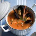 La zuppa di cozze alla catalana è un delizioso primo piatto a base di pesce: sperimenta la ricetta di Sale