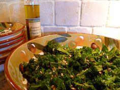 Tahini-Garlic Kale Salad (with nutritional yeast) Garlic Kale, Nutritional Yeast Recipes, Kale Recipes, Kale Salad, Proper Nutrition, Eating Raw, Vegan Foods, Tahini, Seaweed Salad