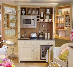 Mini kitchen. Cute!