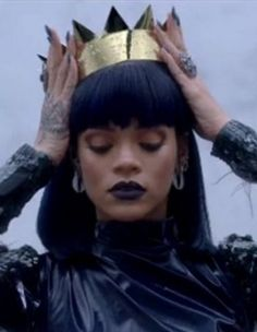 Find images and videos about beauty, makeup and rihanna on We Heart It - the app to get lost in what you love. Rihanna Crown, Rihanna Fan, Rihanna Looks, Rihanna Style, Rihanna Meme, Rihanna Photos, Rihanna Instagram, Moda Rihanna, Divas