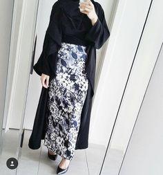 Abaya Fashion, Muslim Fashion, Ethnic Fashion, Modest Fashion, Skirt Fashion, Fashion Dresses, Fashion Muslimah, Women's Fashion, Modest Wear