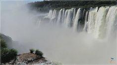 Eu já conhecia as Cataratas do Iguaçu do lado brasileiro e tinha muita curiosidade para ver como seria das Cataratas del Iguazú, no lado argentino, onde fica a maior parte das cataratas, com centenas de quedas e que oferece uma experiência bem diferente do lado brasileiro.