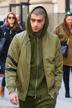 Find images and videos about boy, Hot and one direction on We Heart It - the app to get lost in what you love. Zayn Mallik, Zayn Malik Pics, Niall Horan, Harry Styles, Outfits Hombre, James Horan, Liam Payne, Bad Boys, How To Look Better