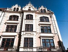 #Bytom, Rynek 12 #townhouse #kamienice #slkamienice #silesia #śląsk #properties #investing #nieruchomości #mieszkania #flat #sprzedaz #wynajem Notre Dame, Mansions, House Styles, Building, Travel, Viajes, Manor Houses, Villas, Buildings