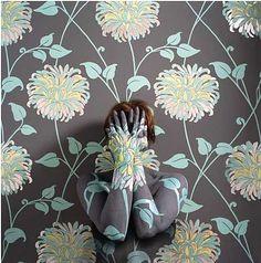 Cristantemo, Cecilia Paredes wall camouflage art a la Liu Bolin http://liberalsprinkles.blogspot.com/2011/02/invisible-man-liu-bolin.html http://www.artnet.com/artists/cecilia-paredes/