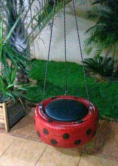 Balanço de pneu garantindo a alegria da criançada acompanha assento almofadado removível cordas de 3 mts resistente seguro sistema de escoamento de água das chuvas reciclável Design moderno Suporta até 100 0 kgs Recomendado para crianças a partir de 6 anos. Kids Yard, Backyard For Kids, Diy For Kids, Diy Garden Projects, Garden Crafts, Outdoor Projects, Diy Playground, Tire Furniture, Recycled Furniture
