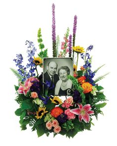 Basic idea but too much on the sides and too busy Picture Frame Arrangements, Funeral Floral Arrangements, Photo Arrangement, Flower Arrangements, Church Flowers, Funeral Flowers, Casket Flowers, Casket Sprays, Funeral Urns