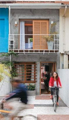 Ideas Concrete Wood Architecture Facade Beautiful For 2019 Minimalist House Design, Small House Design, Minimalist Home, Terraced House, Facade Design, Exterior Design, Compact House, Moraira, Narrow House