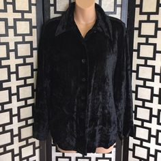 Harve Benard black crushed velvet button up top Great condition. I don't think it was ever worn. No stains or holes. True to size. Harve Benard Tops Button Down Shirts